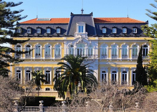 pest-palace-gelb