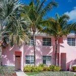 Bahama Beach Club rotes Haus