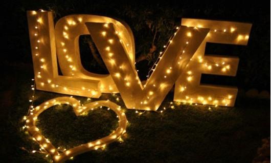 Hochzeitsdekoration LOVE Schild
